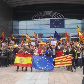 La agrupación de Ciudadanos en Bélgica en el acto de reivindicación de la unidad de España frente al Parlamento Europeo